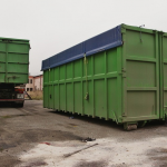 Kontejnery připravené pro odvoz materiálu