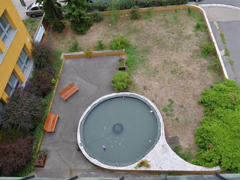 pohled na fontánku ze střechy SPŠE
