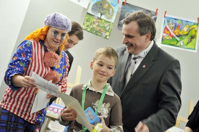 Radní Pk Václav Kroutil s vítězem Jaroslavem Bajtem z Králík