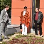 Roman Línek, Jana Pernicová a Václav Kroutil při prohlídce zelené střechy