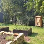 zvýšené záhony a domeček pro hmyz